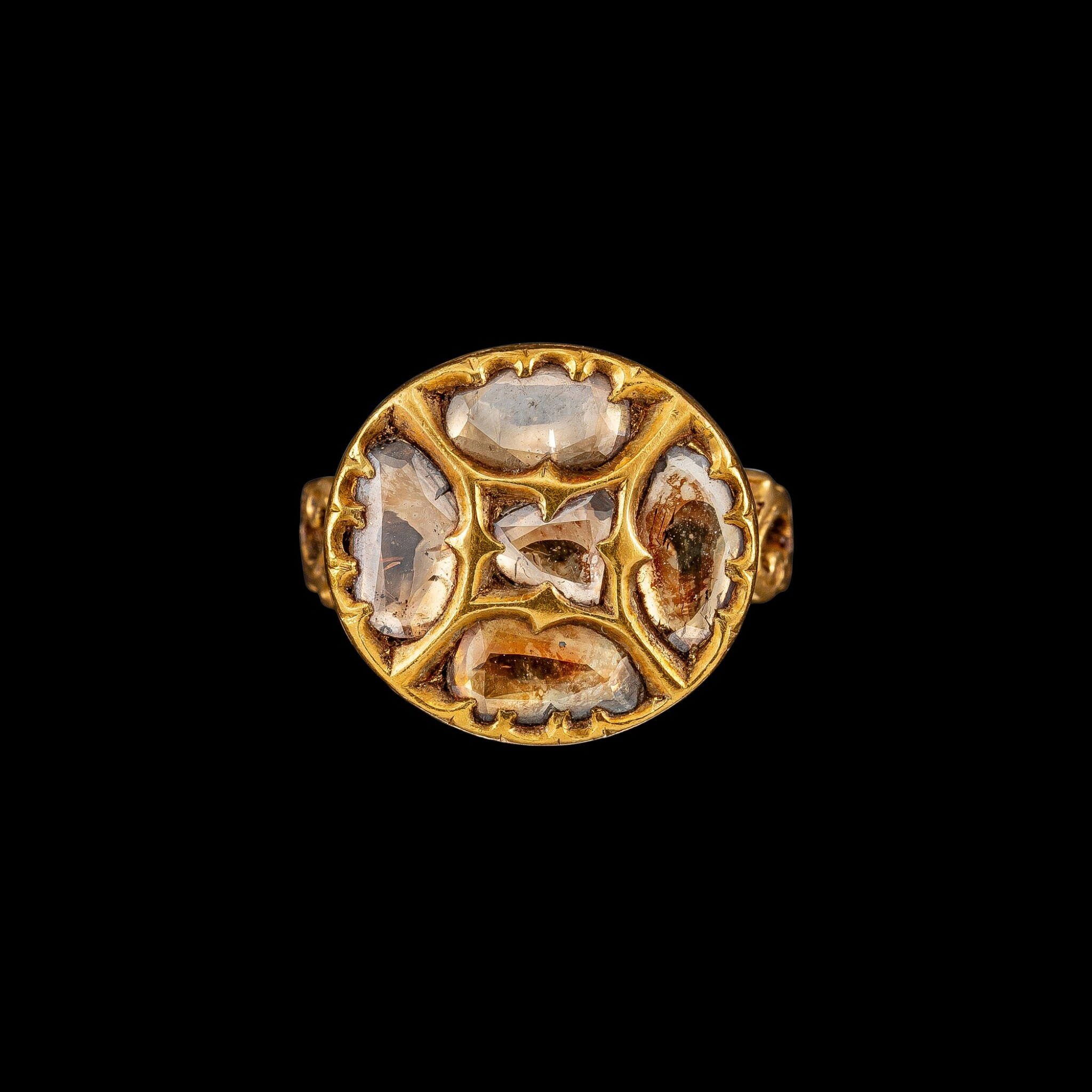 View full screen - View 1 of Lot 1039. A gold and diamond ring Hyderabad, South India, 19th century | 十九世紀 南印度海得拉巴 金嵌鑽石戒指.