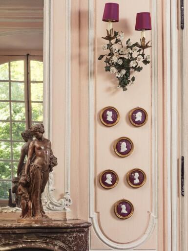 A PAIR OF LOUIS XV STYLE PAINTED AND PARCEL-GILT METAL AND PORCELAIN FLOWERS WALL-LIGHTS [PAIRE D'APPLIQUES EN TÔLE PEINTE, MÉTAL DORÉ ET FLEURS DE PORCELAINE DE STYLE LOUIS XV]