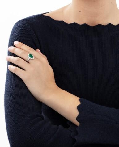 View 4. Thumbnail of Lot 88. Emerald and diamond ring [Bague émeraude et diamants].