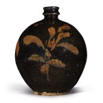 A russet-painted black-glazed vase, Northern Song / Jin dynasty   北宋 / 金 黑釉鐵鏽花紋小口瓶
