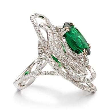 TSAVORITE GARNET AND DIAMOND RING | 8.18卡拉 天然「東非」沙弗來石 配 鑽石 戒指