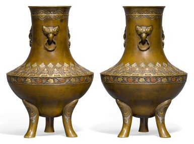 A PAIR OF BRONZE VASES, MEIJI PERIOD, LATE 19TH CENTURY