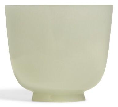 A WHITE JADE CUP QING DYNASTY, 18TH/19TH CENTURY | 清十八/十九世紀 白玉盃