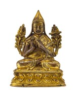 A SMALL GILT-BRONZE FIGURE OF TSONGKHAPA, QING DYNASTY, 18TH CENTURY  | 清十八世紀 鎏金銅宗喀巴小坐像