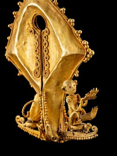 View 4. Thumbnail of Lot 1027. A gold 'monkey' mamuli ear ornament or pendant East Sumba Island, Indonesian archipelago, 19th century   十九世紀 印尼群島 松巴島東 靈猴紋mamuli金耳飾.