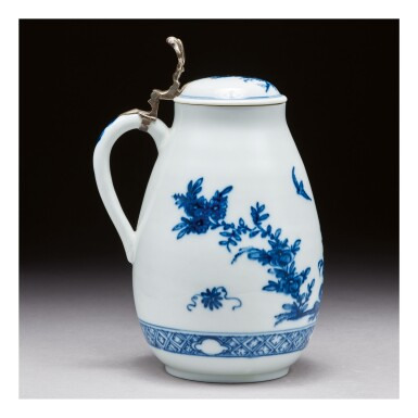 A MEISSEN BLUE AND WHITE SILVER-MOUNTED TANKARD AND COVER CIRCA 1725-30