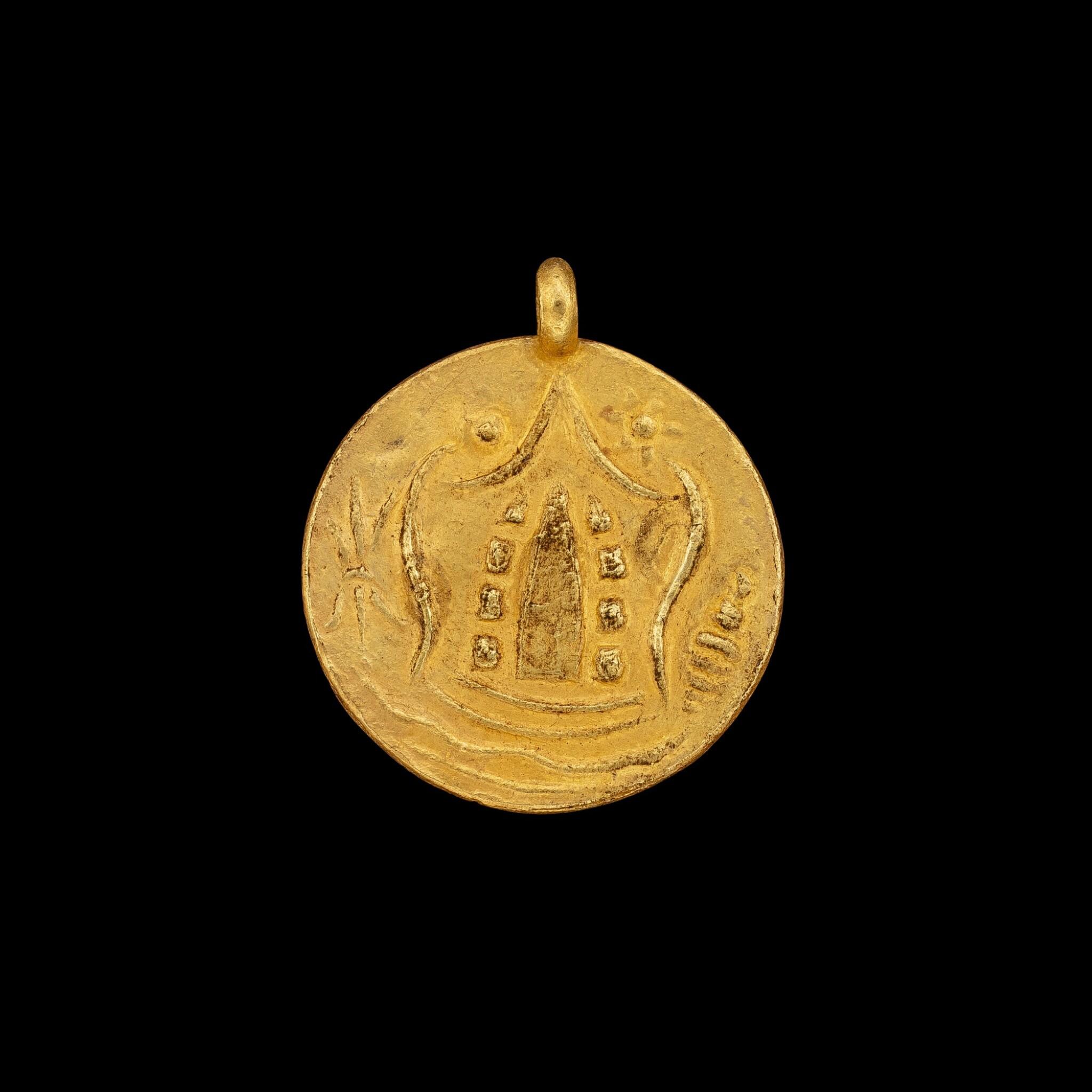 View full screen - View 1 of Lot 1061. A gold 'coin' pendant Pyu, 8th - 9th century | 八至九世紀 驃國 金幣牌飾.