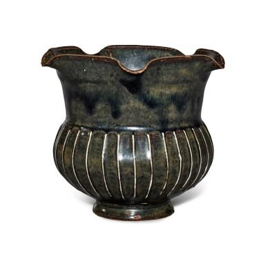 View 3. Thumbnail of Lot 199. A black-glazed ribbed vase, Northern Song / Jin dynasty | 北宋 / 金 黑釉棱線紋花口罐.