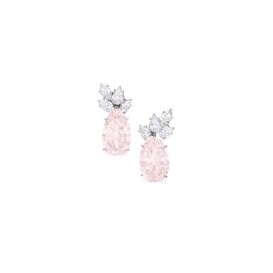 PAIR OF FANCY LIGHT BROWN-PINK AND DIAMOND EARCLIPS, HARRY WINSTON | 淡彩棕粉紅色鑽石配鑽石耳環一對,海瑞溫斯頓