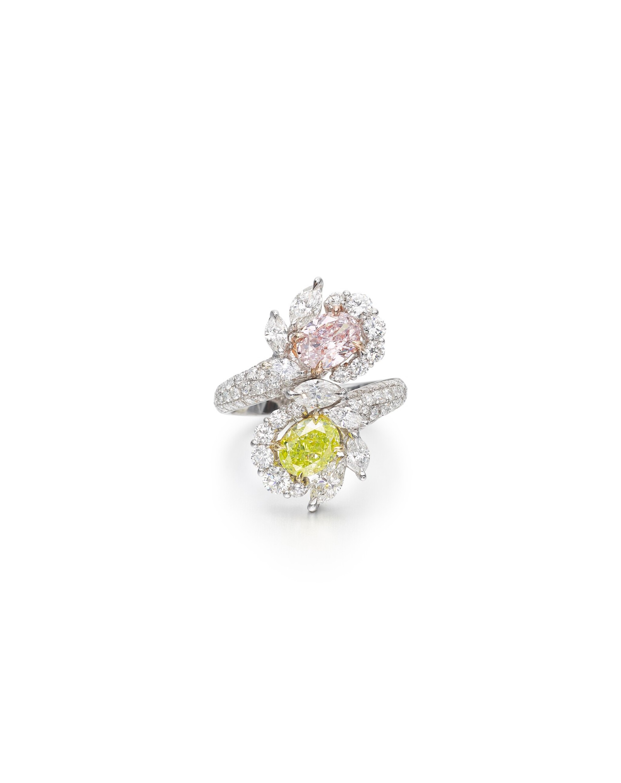 View full screen - View 1 of Lot 1608. COLOURED DIAMOND AND DIAMOND RING | 彩色鑽石 配 鑽石 戒指 (彩色鑽石共重2.17卡拉).