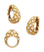 PAIR OF GOLD AND ENAMEL EARCLIPS AND RING, DAVID WEBB