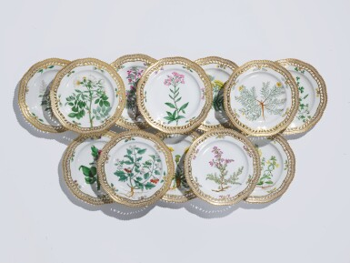 TWELVE ROYAL COPENHAGEN 'FLORA DANICA' RETICULATED DINNER PLATES, LATE 19TH/EARLY 20TH CENTURY