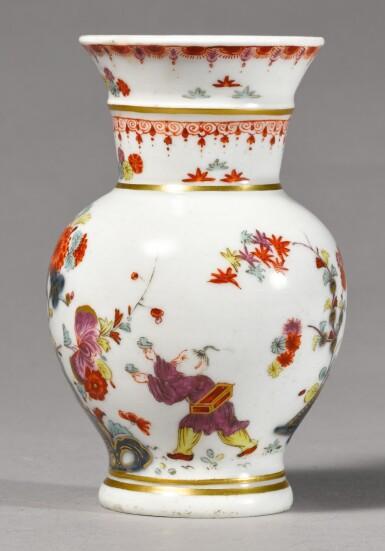 A MEISSEN SMALL VASE CIRCA 1727-30
