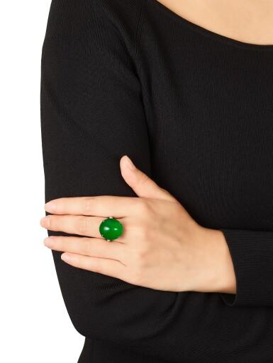 View 5. Thumbnail of Lot 1859. Imperial Green Jadeite and Diamond Ring |  天然「帝王綠」翡翠 配 鑽石 戒指.