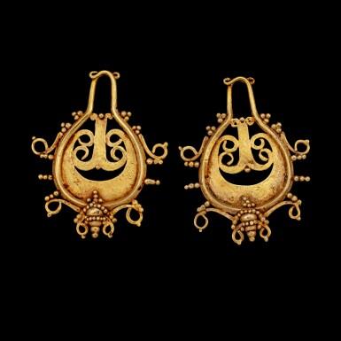 View 1. Thumbnail of Lot 1066. A pair of Lio gold teardrop-shaped ear pendants Central Flores, Indonesian archipelago, 19th century or earlier   十九世紀或更早 印尼群島弗洛勒斯中部 Lio族金耳飾一對.