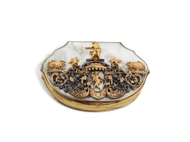 A SILVER-GILT SNUFF BOX WITH MOTHER OF PEARL, GOLD AND SILVER LID, PROBABLY JOHANN MELCHIOR DINGLINGER, DRESDEN, CIRCA 1720