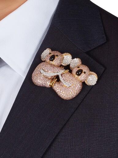 View 2. Thumbnail of Lot 1075. Coloured Diamond and Diamond Brooch | 格拉夫| 彩色鑽石 配 鑽石 胸針 (彩色鑽石及鑽石共重約19.30及3.40克拉).