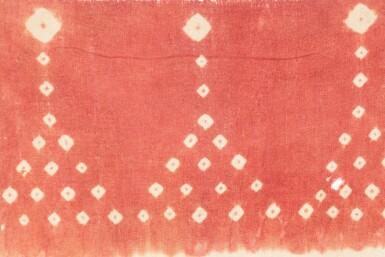 View 3. Thumbnail of Lot 33. Bannière cérémonielle porityutu roto, Rongkong, Célèbes, Indonésie, début du 20e siècle | Ceremonial banner porityutu roto, Rongkong, Sulawesi, Indonesia, early 20th century.