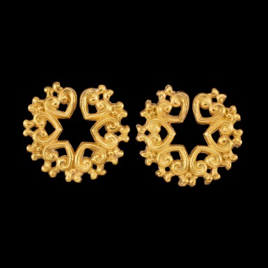 View 2. Thumbnail of Lot 1056. A pair of gold ear ornaments Possibly Java or Indonesian archipelago | 或爪哇或印尼群島 金耳飾一對.