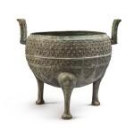 An archaic bronze food vessel (Ding), Eastern Zhou dynasty | 東周 青銅交龍紋鼎