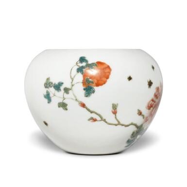 View 3. Thumbnail of Lot 204. A famille-rose 'peony' waterpot, Republic period | 民國 粉彩牡丹圖水盂 《洪憲御製》款.