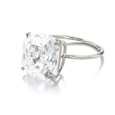 View 2. Thumbnail of Lot 1013. Fine diamond ring.