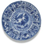A SET OF FIVE BLUE AND WHITE DISHES MING DYNASTY, WANLI PERIOD