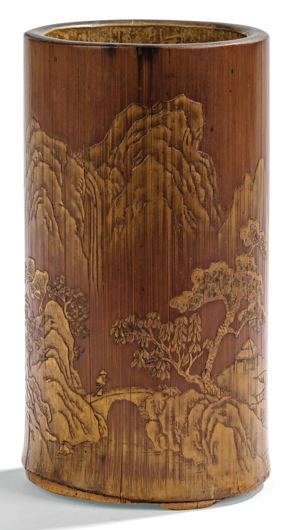 POT À PINCEAUX EN BAMBOU SCULPTÉ  FIN DE LA DYNASTIE QING | 清晚期 竹雕留青《清泉留香》圖筆筒「張文右」款 |  A bamboo carved brushpot, late Qing Dynasty