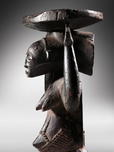 View 4. Thumbnail of Lot 50. Siège caryatide, Hemba / Luba, République Démocratique du Congo | Caryatid stool, Hemba / Luba, Democratic Republic of the Congo.