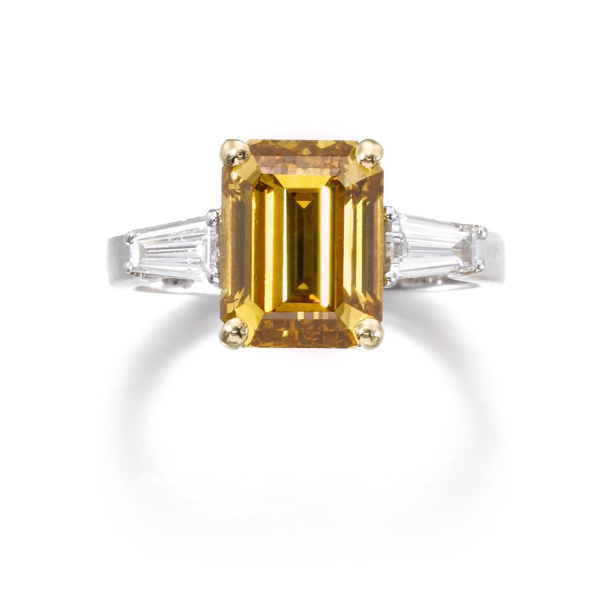 View full screen - View 1 of Lot 644. Fancy Deep Brownish Orangy Yellow diamond ring | 深彩棕橙黃色鑽石戒指.