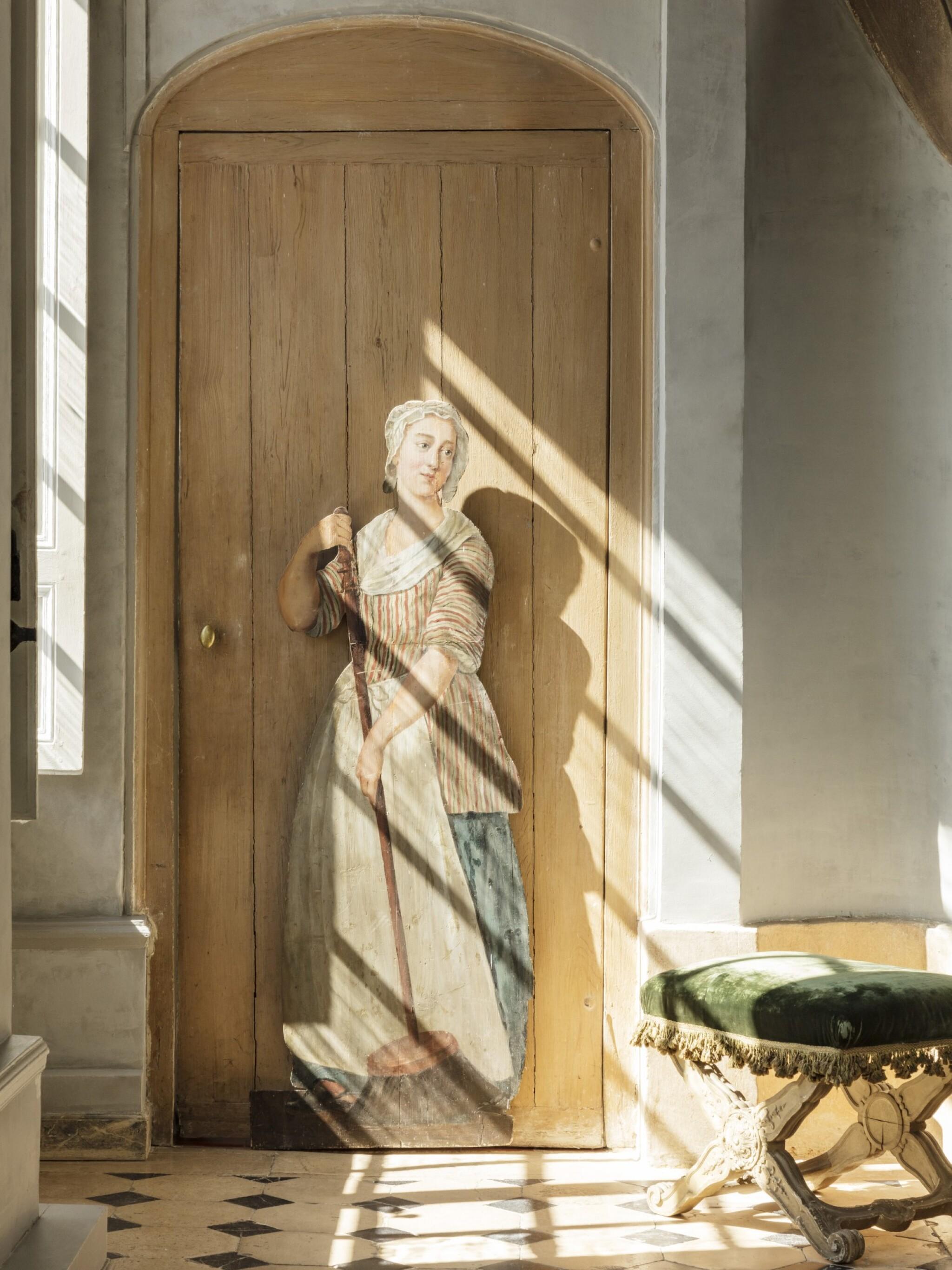 View full screen - View 1 of Lot 68. FRANCO-FLEMISH SCHOOL, LATE 18TH CENTURY | TROMPE L'OEIL : A WOMAN CLEANING [ECOLE FRANCO-HOLLANDAISE, DE LA FIN DU XVIIIE SIÈCLE |  TROMPE-L'OEIL : FEMME BALAYANT].