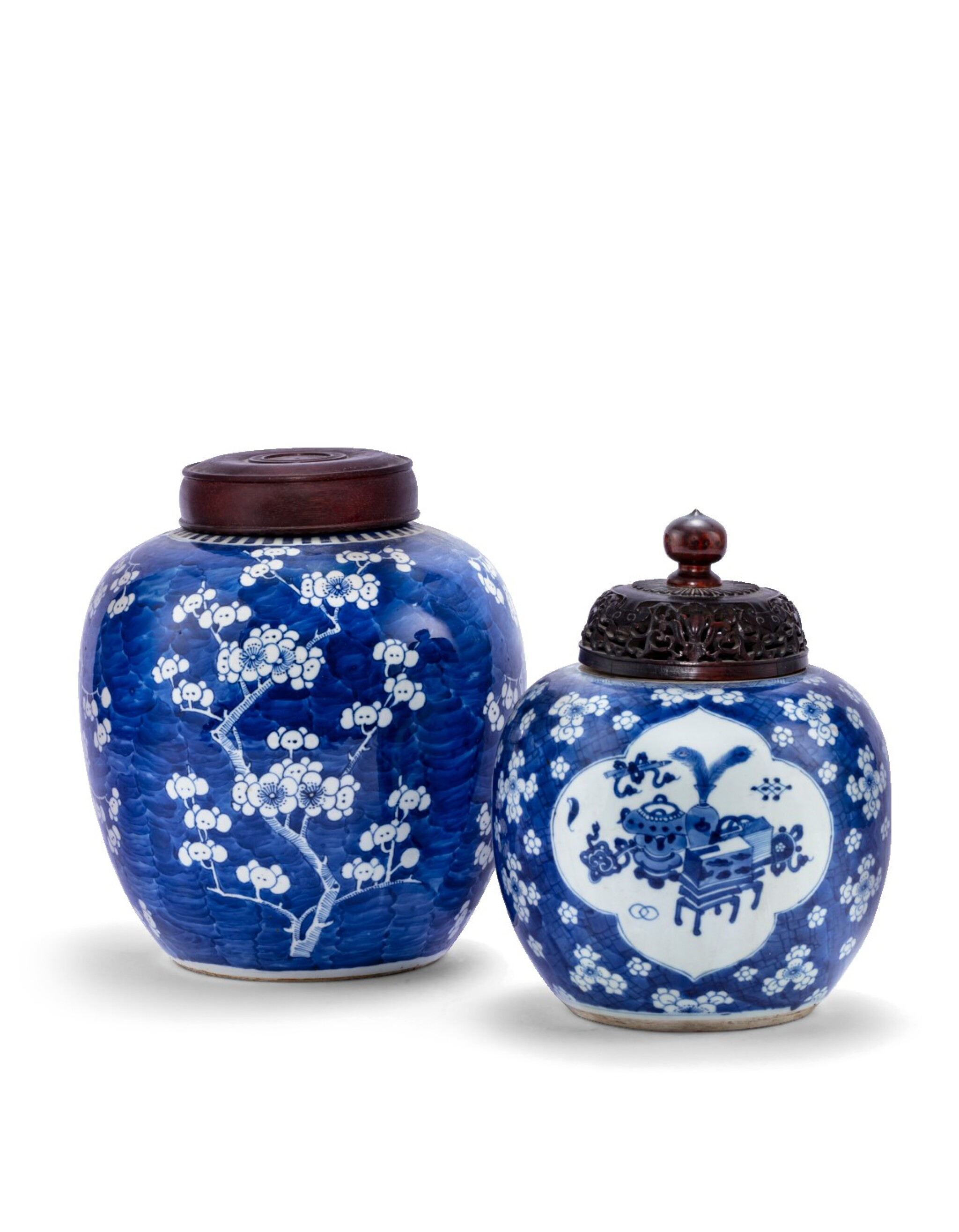 View 1 of Lot 229. Deux pots à gingembre en porcelaine bleu blanc Dynastie Qing, XVIIIE-XIXE siècle   清十八至十九世紀 青花花卉紋罐一組兩件   Two blue and white jars and covers, Qing dynasty, 18th-19th century.