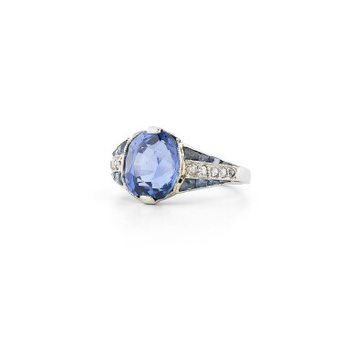 View 3. Thumbnail of Lot 27. Bague saphirs et diamants | Sapphire and diamond ring.