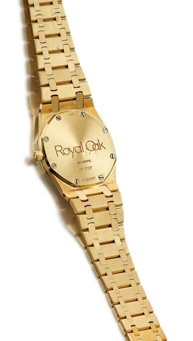 View 3. Thumbnail of Lot 8140. AUDEMARS PIGUET | ROYAL OAK, REFERENCE 56175BA | A YELLOW GOLD WRISTWATCH WITH DATE AND BRACELET, CIRCA 1990 | 愛彼| Royal Oak 型號56175BA  黃金鏈帶腕錶,備日期顯示,約1990年製.