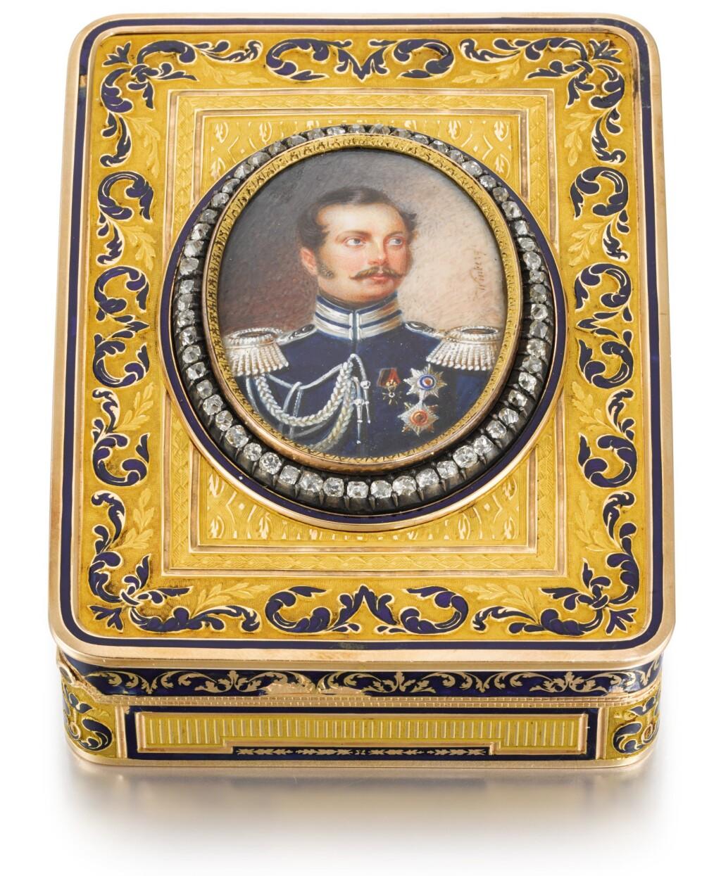 A JEWELLED TWO-COLOUR GOLD AND ENAMEL PORTRAIT SNUFF BOX, HANAU, CIRCA 1820