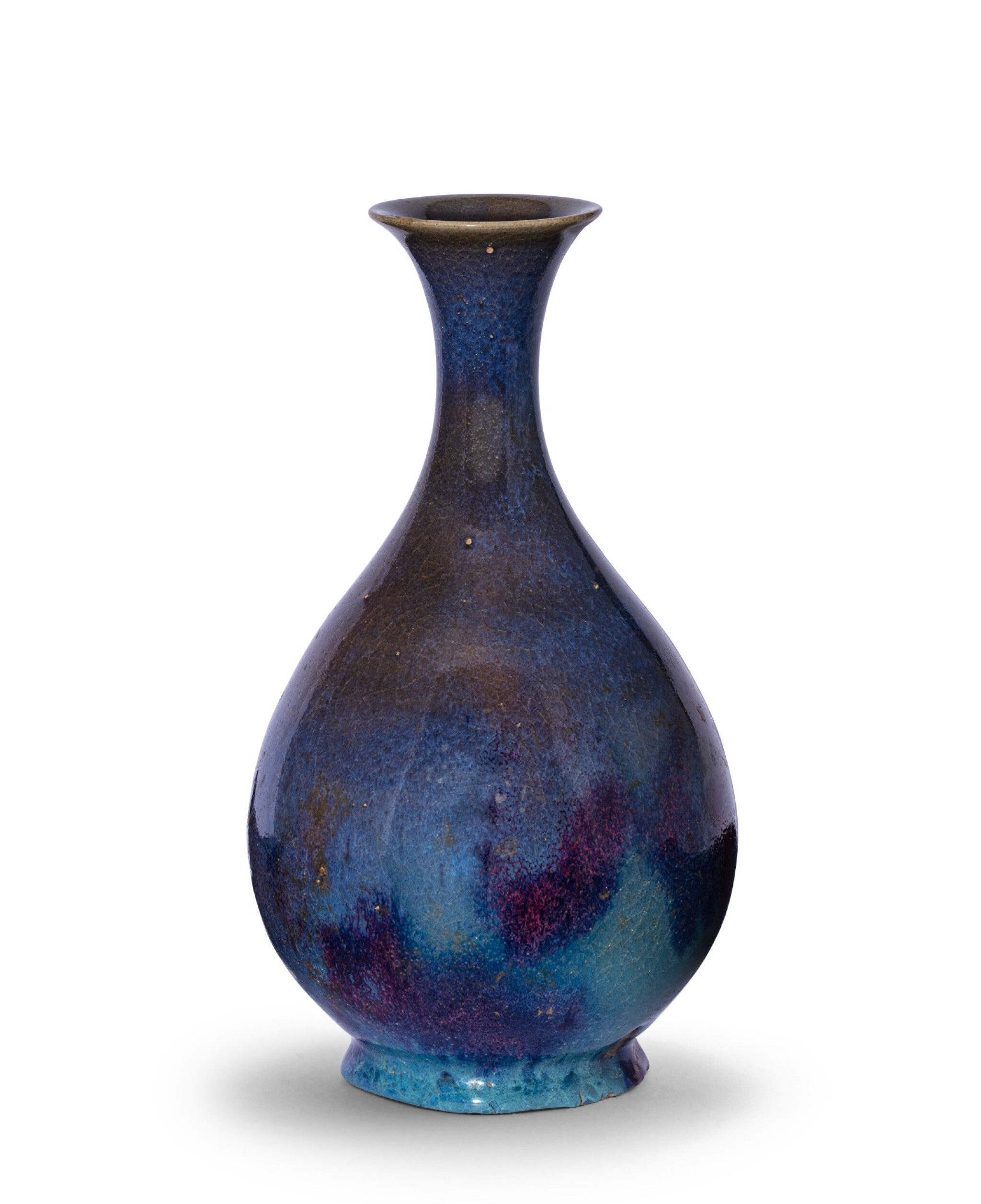 View 1 of Lot 10. Vase bouteille en grès émaillé Jun, yuhuchunping Dynastie Yuan | 元 鈞窰天藍釉紫斑玉壺春瓶 | A purple-splashed 'Jun' bottle vase, yuhuchunping, Yuan Dynasty.