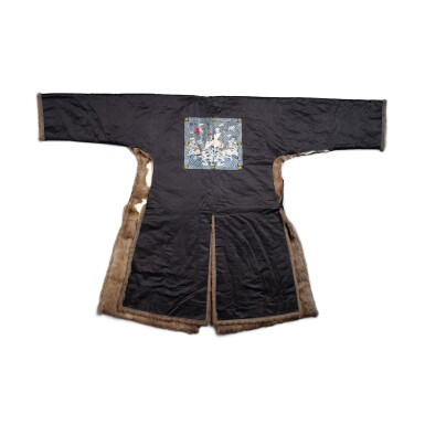 View 2. Thumbnail of Lot 237. A fur-lined navy silk first-rank civil official winter robe, Late Qing dynasty | 清末 石青色綢內襯皮一品補服.