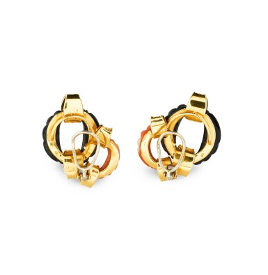 View 3. Thumbnail of Lot 134. PAIRE BOUCLES D'OREILLE CORAIL ET ONYX | PAIR OF CORAL AND ONYX EARRINGS .
