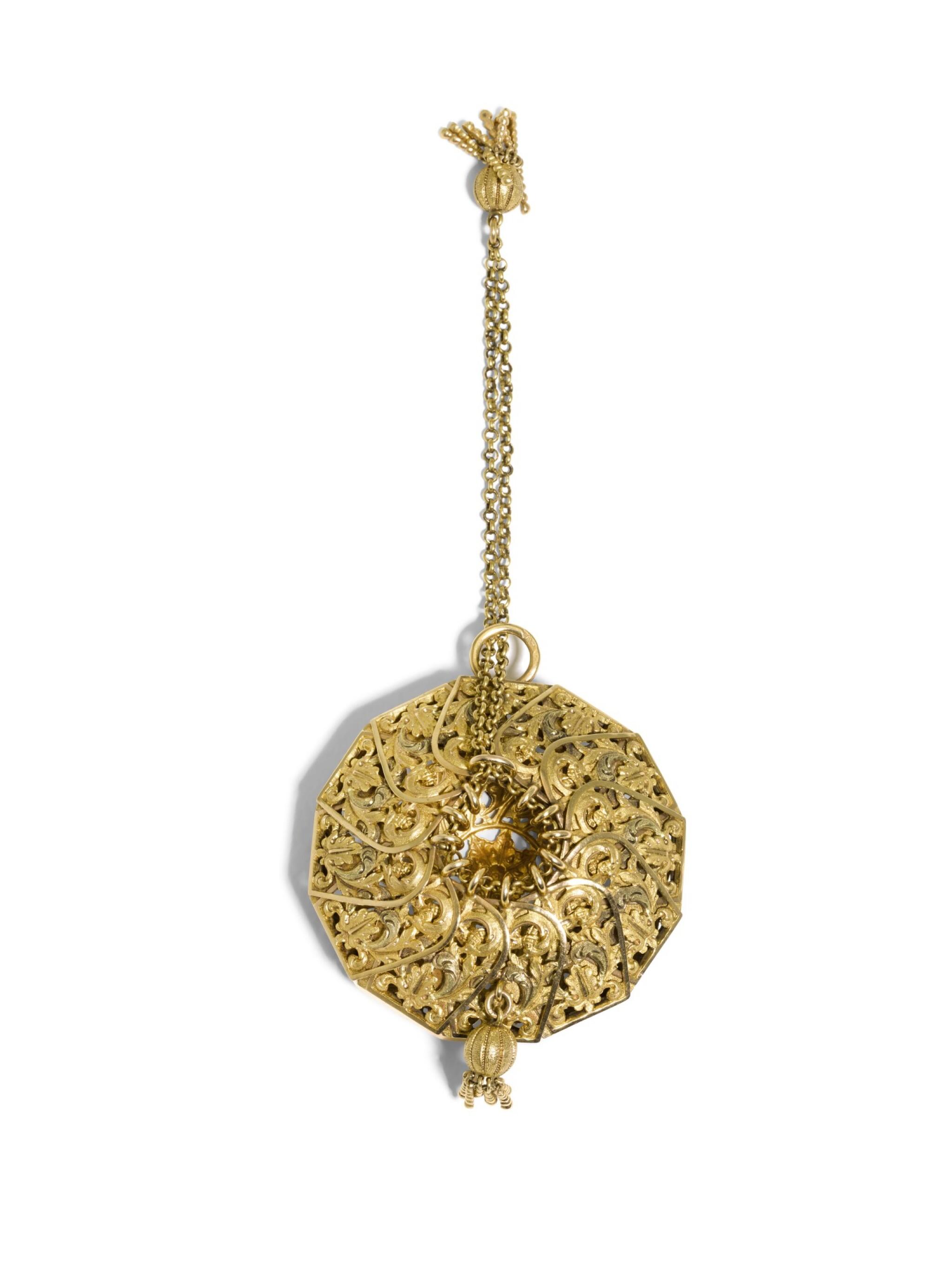 A VARI-COLOURED OPENWORK GOLD COIN PURSE, JEAN-GASPARD BUTZ, PARIS, CIRCA 1835