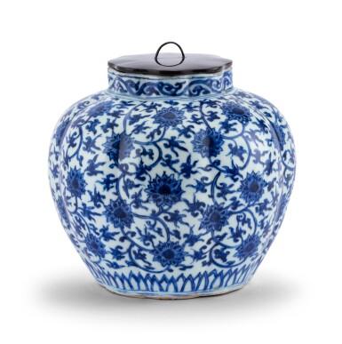 View 2. Thumbnail of Lot 16. Vase lobé bleu blanc à décor de lotus Dynastie Ming, époque Jiajing   明嘉靖 青花纏枝蓮紋瓜棱式罐   A lobed blue and white 'lotus' vase, Ming Dynasty, Jiajing period.
