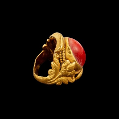 View 2. Thumbnail of Lot 1009. A gold and coral saddle ring Tibet, 18th - 19th century | 十八至十九世紀 西藏 金嵌珊瑚蓮紋戒指.