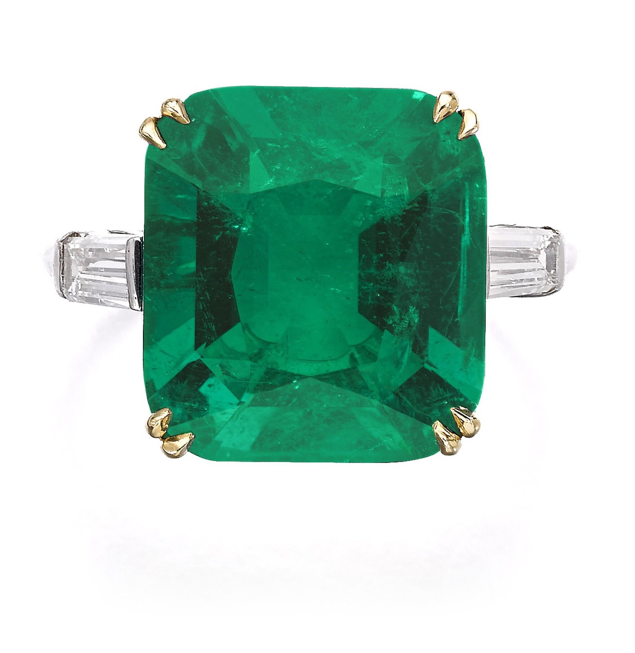 View full screen - View 1 of Lot 137. Harry Winston   Emerald and diamond ring   海瑞溫斯頓   祖母綠配鑽石戒指.
