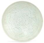 COUPE EN CÉRAMIQUE QINGBAI DYNASTIE SONG DU SUD | 南宋 青白釉刻嬰戲蓮紋盌 | A Qingbai carved 'Boys' bowl, Southern Song Dynasty