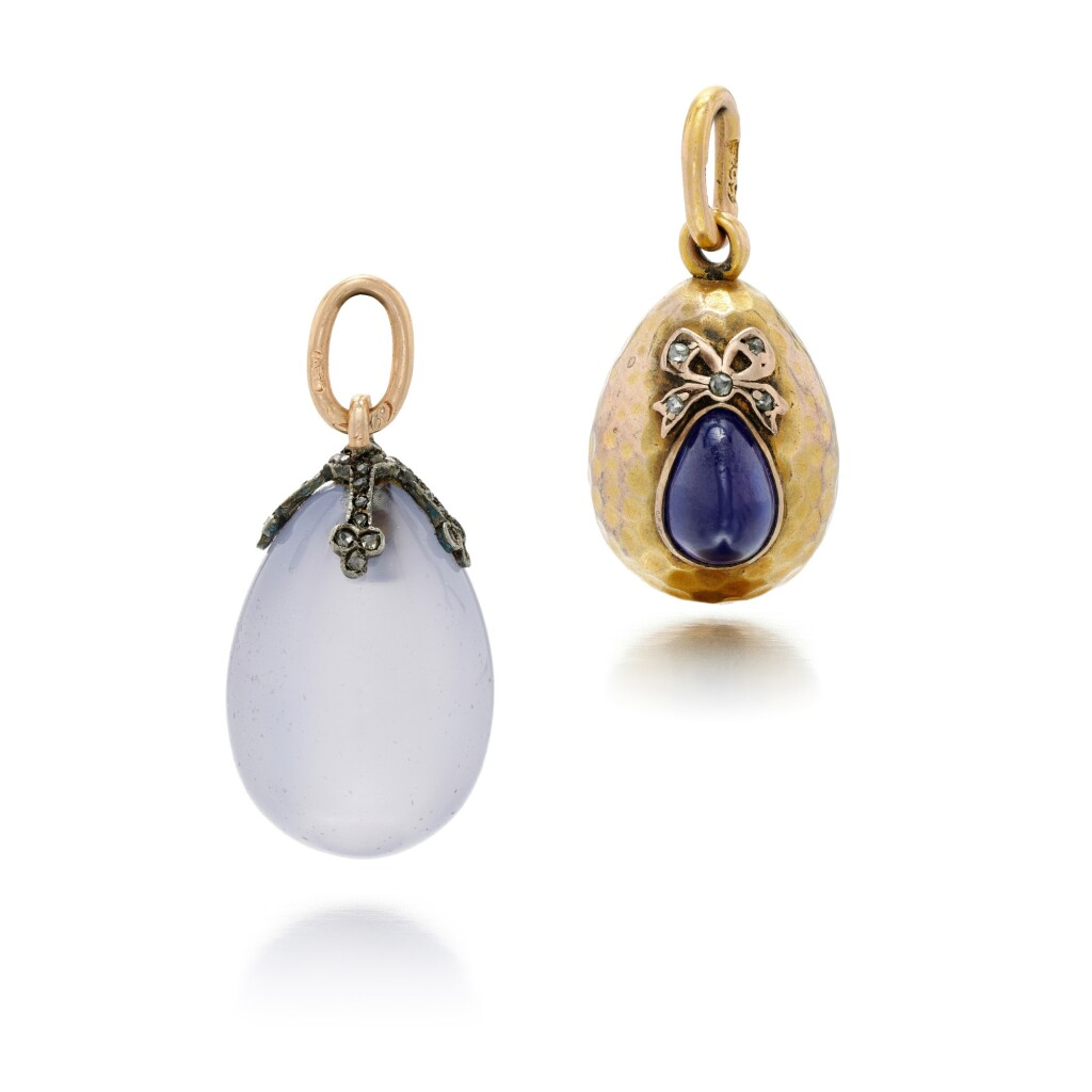 TWO JEWELLED EGG PENDANTS, THE CHALCEDONY EGG BY FABERGÉ, RUSSIAN, LATE 19TH/EARLY 20TH CENTURY
