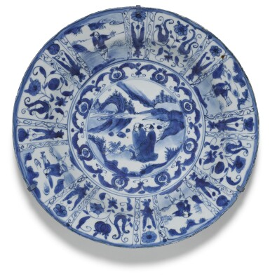 A SET OF SIX BLUE AND WHITE 'KRAAK' DISHES MING DYNASTY, WANLI PERIOD