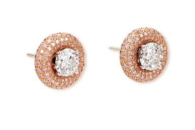 View 3. Thumbnail of Lot 1013. Pair of Diamond Earrings | 格拉夫| 1.01及1.00克拉 圓形 E色 鑽石 耳環一對 (小鑽石共重約1.60克拉).