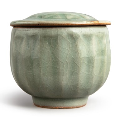 View 1. Thumbnail of Lot 114. A 'Longquan' celadon-glazed 'lotus' bowl and cover, Southern Song dynasty | 南宋 龍泉窰青釉蓮瓣蓋盌.