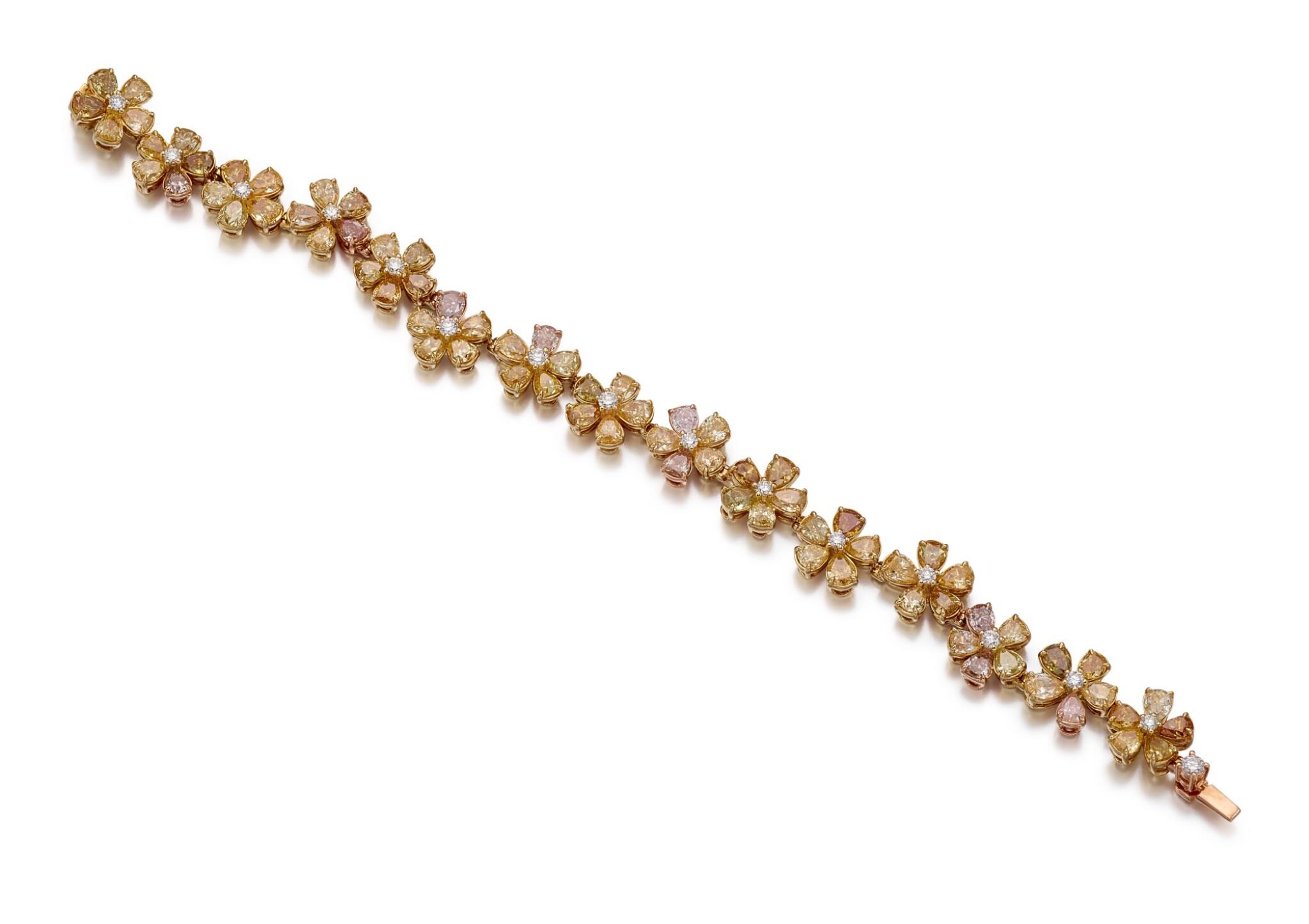 View full screen - View 1 of Lot 1007. COLOURED DIAMOND BRACELET   彩色鑽石手鏈.
