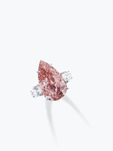 View 4. Thumbnail of Lot 156. Rare fancy vivid orangy pink diamond ring | 艷彩橙粉紅色鑽石戒指.