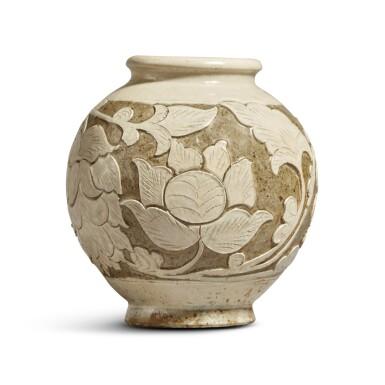 View 1. Thumbnail of Lot 186. A 'Cizhou' sgraffiato 'floral' ovoid vase, Jin dynasty | 金 磁州窰白釉剔花罐.